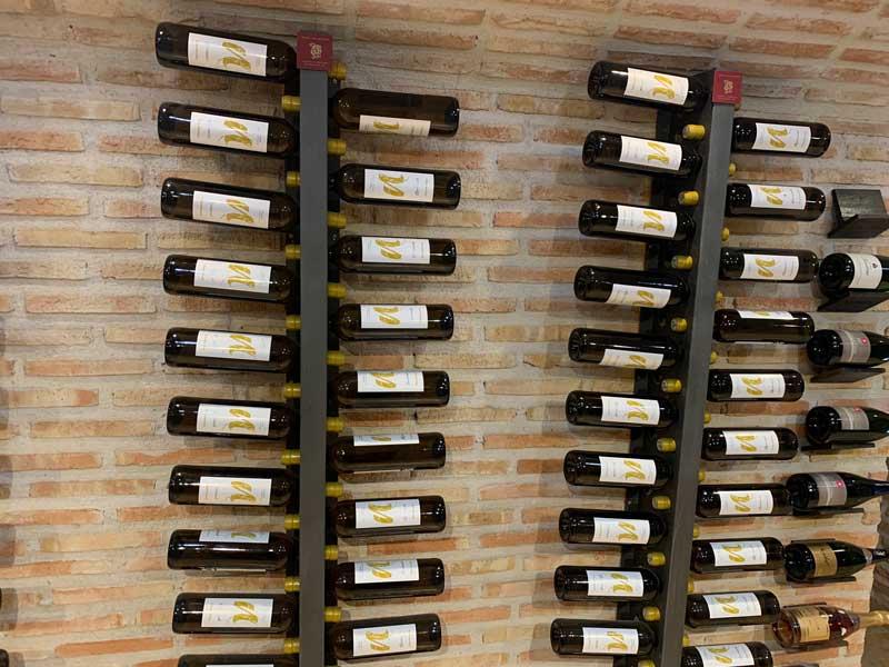 Más botellas de vino